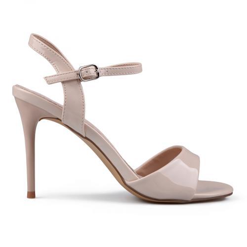 Дамски сандали и чехли до -50%