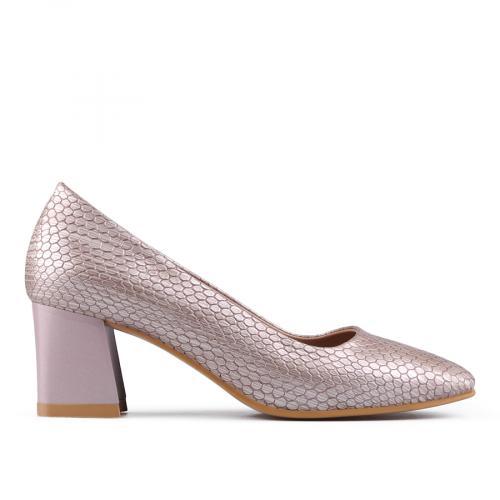 Дамски обувки на среден ток